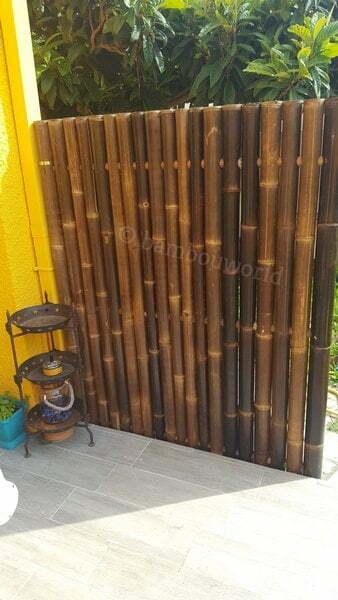 panneau clôture bambou installé sur une terrasse comme brise-vu