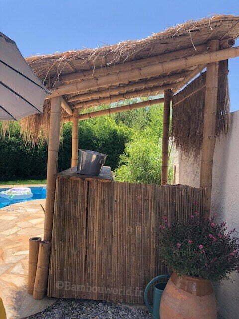 bambou guadua pour bar avec toit en feuille de palme